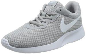 Nike Tanjun, Herren Laufschuhe, Grau (Wolf Grey/White 010), 45 EU
